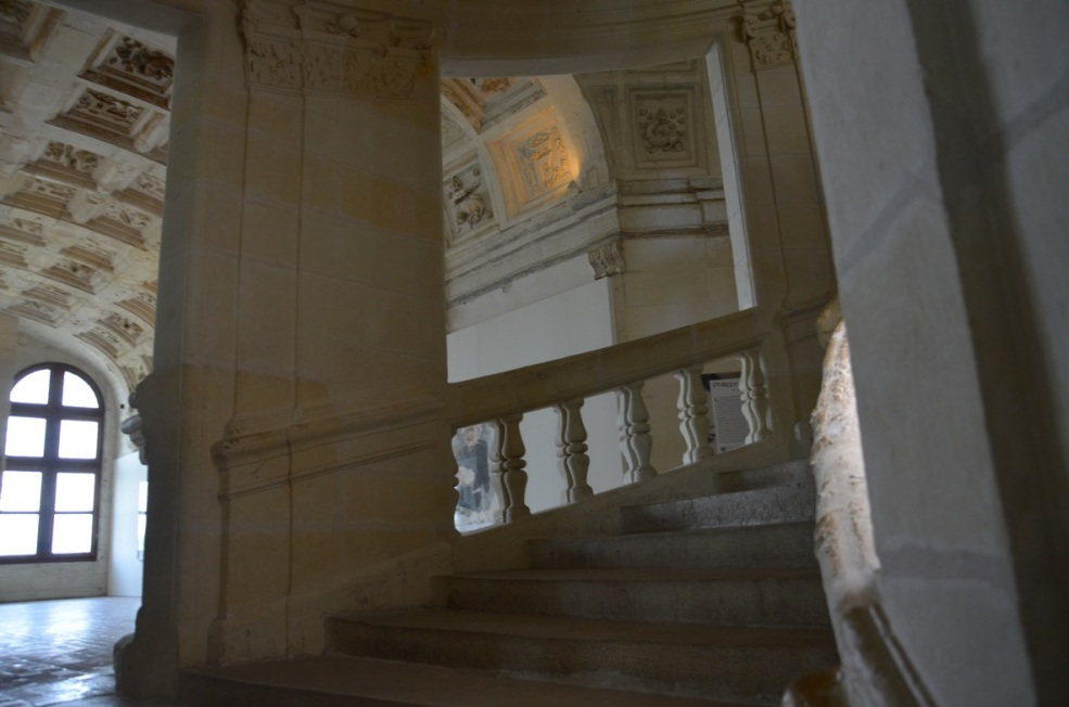 The Double Helix Staircase at the Château de Chambord www.bluemesablog.com